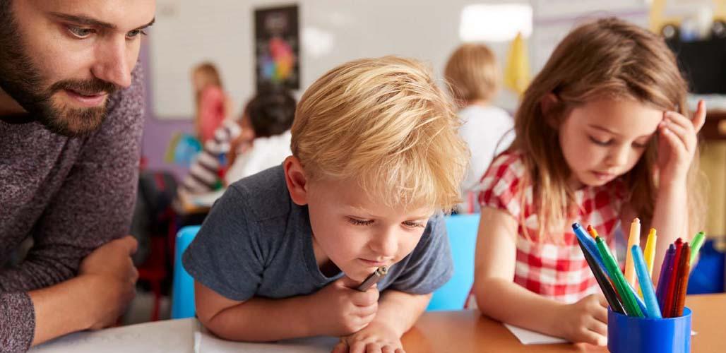 Informatie voor scholen - kinderen doen schoolwerk