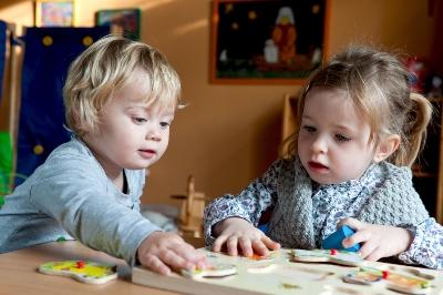 Kinderen steunen kindermishandeling