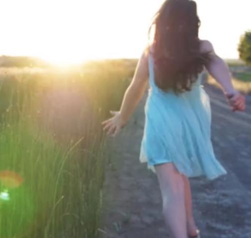rennend meisje