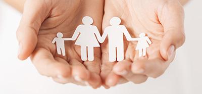 Handen met gezin